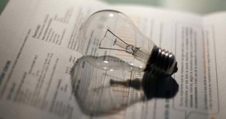 La Defensoría se presentó en la Justicia para que quede sin efecto el aumento de la luz